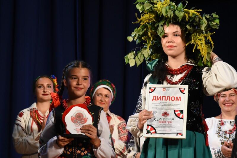 У Луцьку урочисто відзначили переможців пісенного конкурсу «З родинного джерела – 2021»