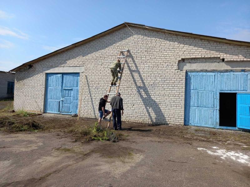 У Ратнівській громаді очистили територію колишнього заводу для зборів резервістів