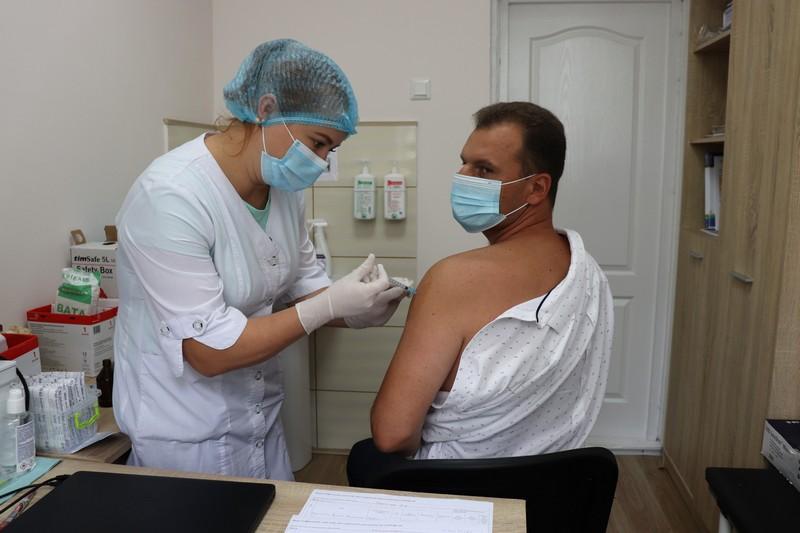 Мер Володимира-Волинського вакцинувався від COVID-19