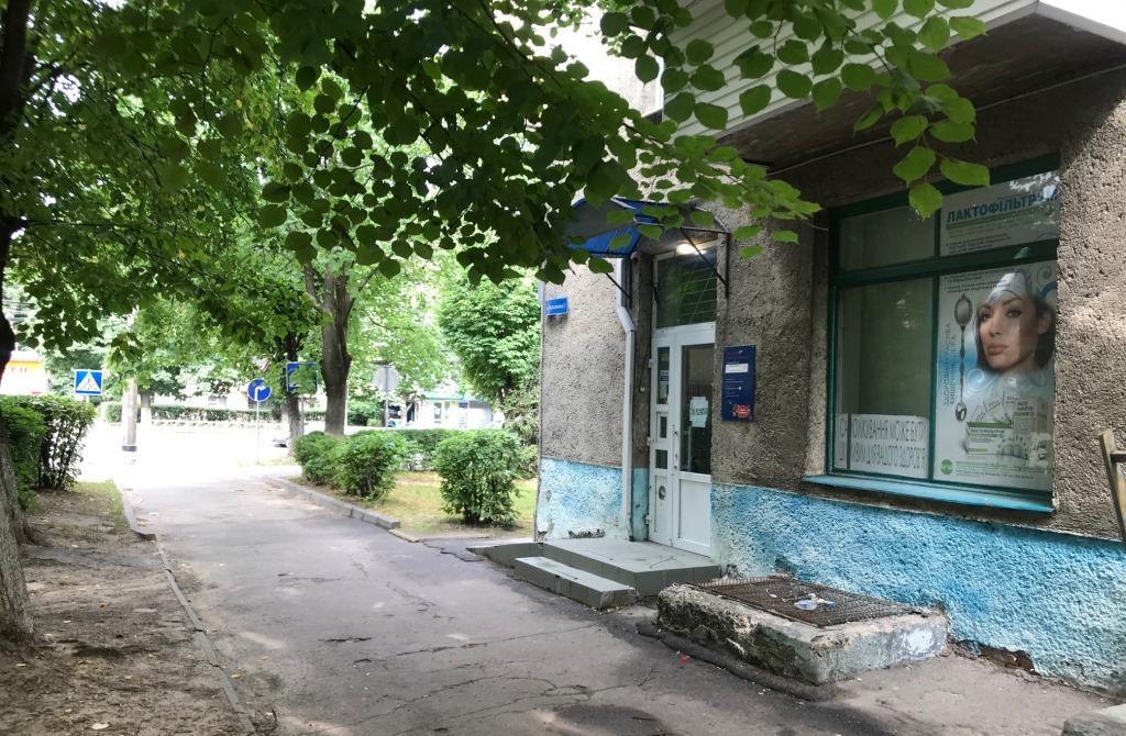 На проспекті Відродження у Луцьку продають приміщення колишньої аптеки
