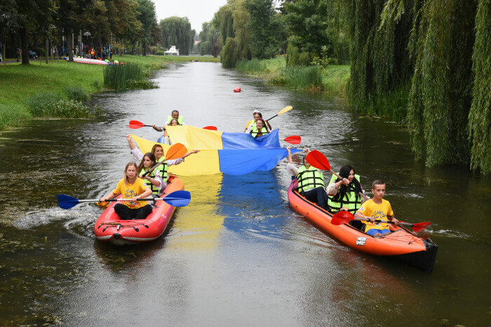 Стяг на воді: у Луцьку організували патріотичний флешмоб