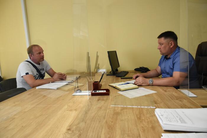 Ремонт вулиці та земельні питання: секретар Луцькради провів прийом громадян