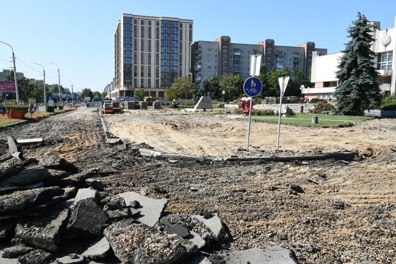 У Луцьку триває ремонт площі перед Палацом урочистих подій