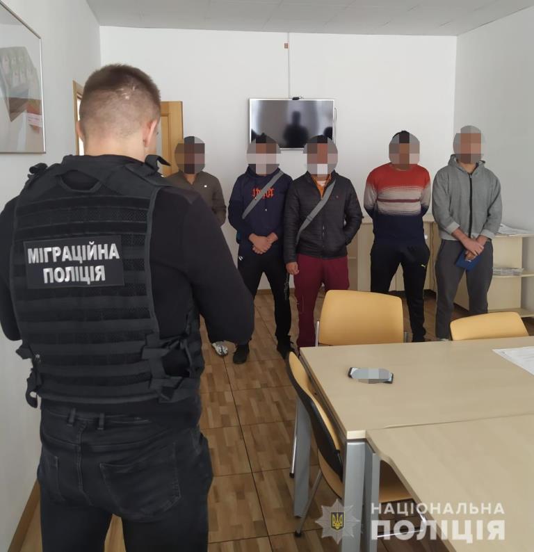 На підприємстві у Нововолинську виявили четверо нелегально працевлаштованих іноземців