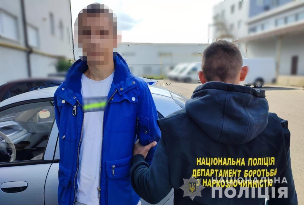 Заскочили з психотропом: у Луцьку поліцейські вилучили у місцевого жителя амфетамін