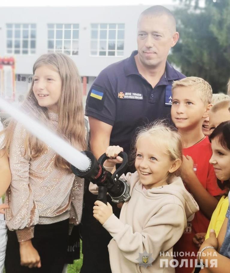 У Луцьку організували інтерактивний урок «День з поліцейським та рятівником»