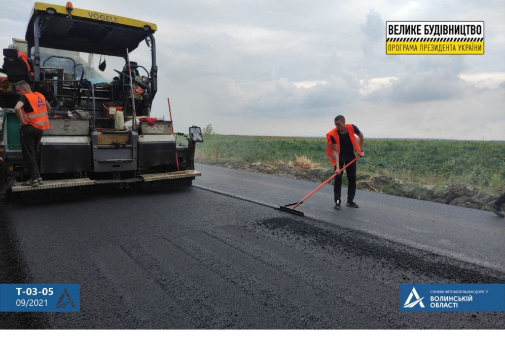На Волині завершують відновлення дороги від Нововолинська до Іванич