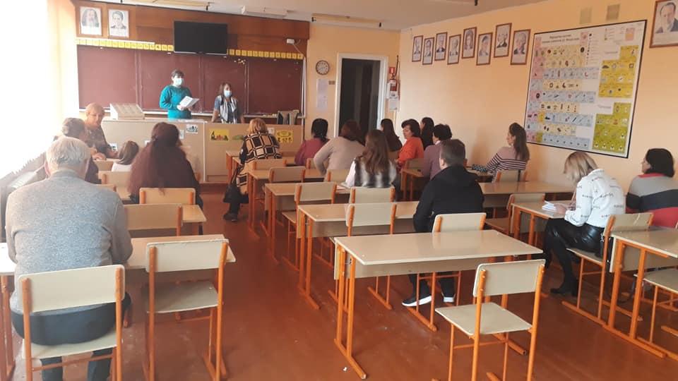 Як вберегтися від коронавірусу: у Нововолинську провели інформаційні зустрічі у педагогічних колективах