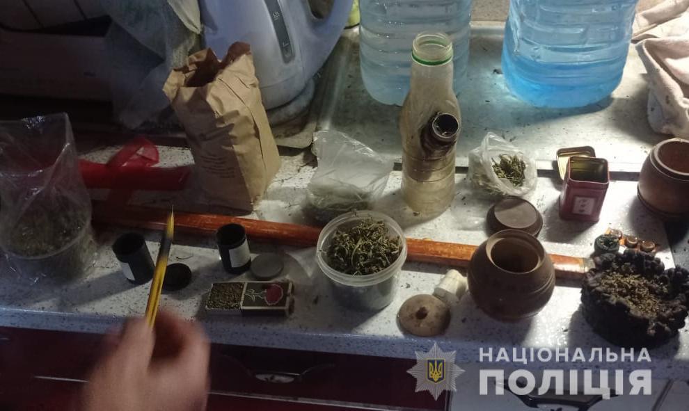 Бурштин та наркотики: ківерцівські поліцейські провели результативні обшуки