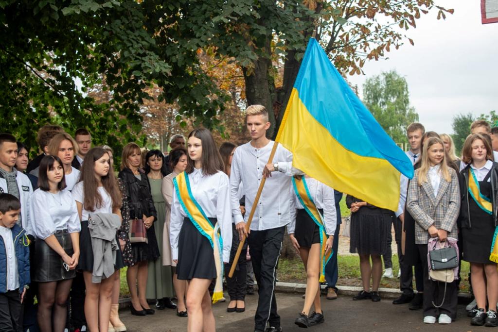 Перший дзвоник покликав за парти школярів Нововолинської громади