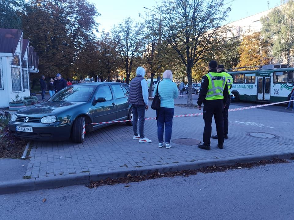 Авто збило чоловіка на зупинці: у Луцьку встановлюють обставини ДТП на проспекті Відродження