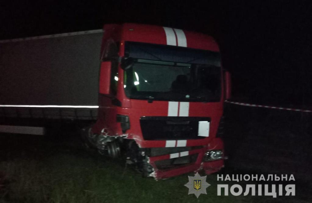 Поблизу Луцька легковик зіткнувся з вантажівкою, водій легковика загинув
