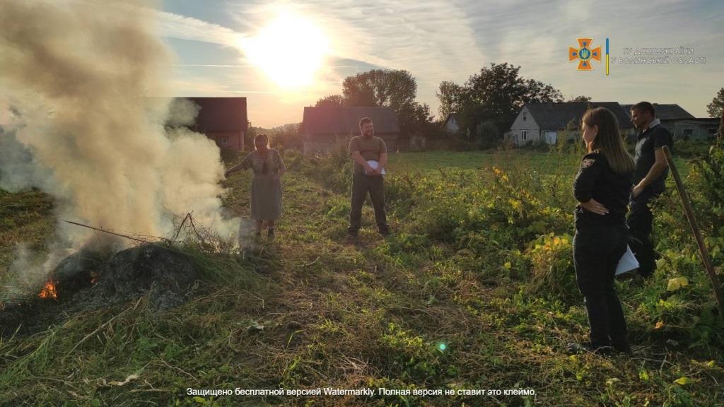 На Горохівщині складали протоколи на осіб, які спалювали траву