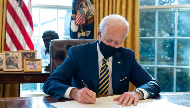 Байден продовжив у США режим надзвичайної ситуації через загрозу терактів