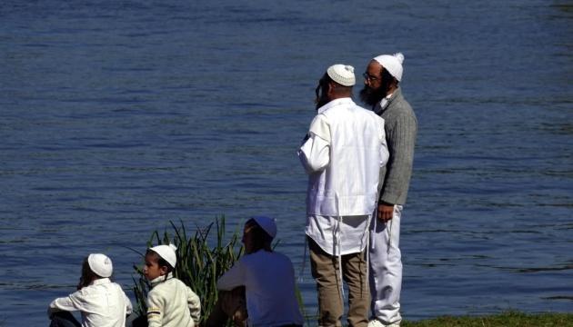 В Умані біля водойм, де хасиди проводять ритуали, чергують водолази