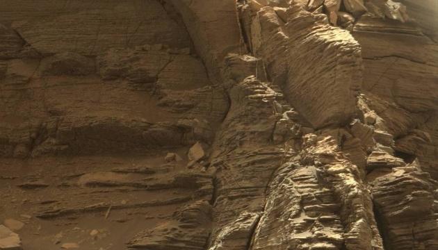 Учені знайшли на Марсі природні притулки від радіації