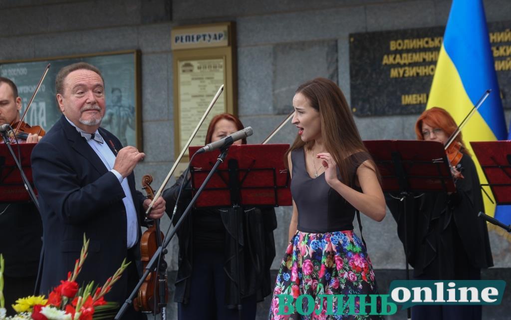 Відзнаки почесним громадянам та виступ «Кантабіле»: як у центрі Луцька святкували День міста