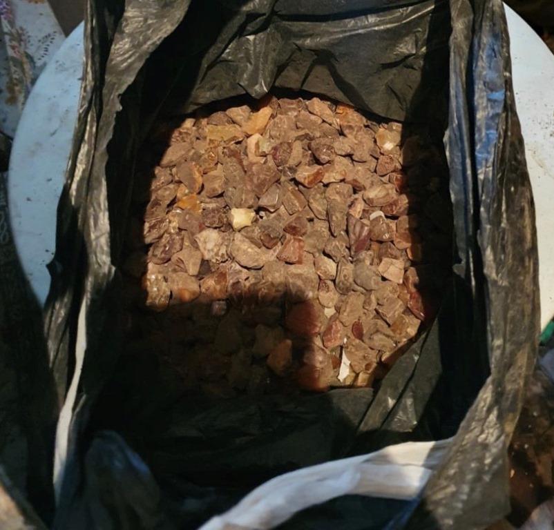 Волинянин незаконно зберігав удома п'ять кілограмів бурштину