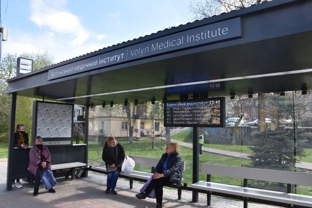 У Луцьку не працює частина розумних табло на зупинках громадського транспорту