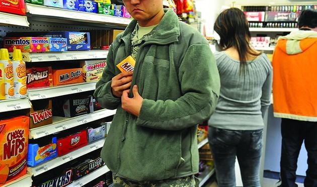 У Луцьку оперативники викрили магазинного злодія