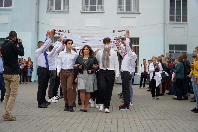 У Володимир-Волинських коледжах відбулися урочисті лінійки