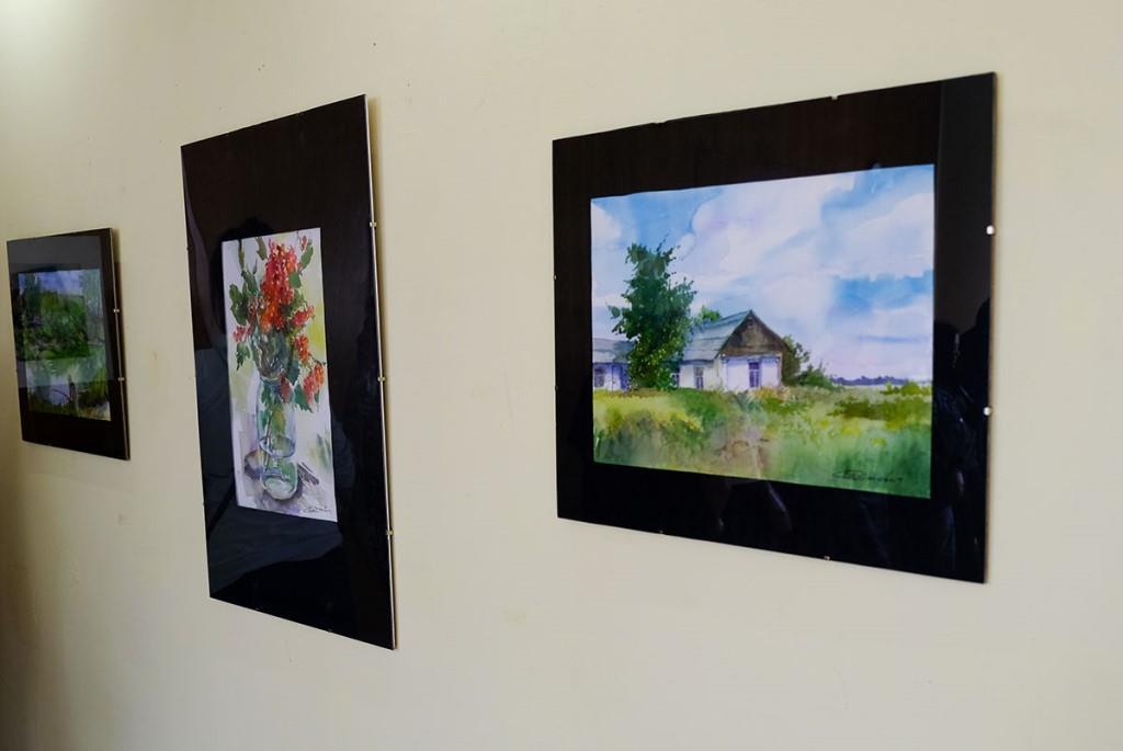 У Нововолинському міському історичному музеї презентували виставку картин місцевої художниці