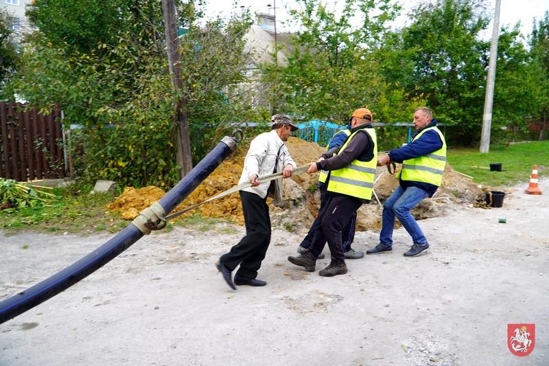У Володимирі-Волинському прокладають новий водогін на одній із вулиць
