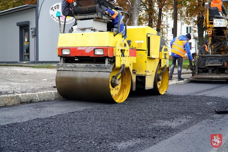 У Володимирі-Волинському тривають планові поточні ремонти доріг