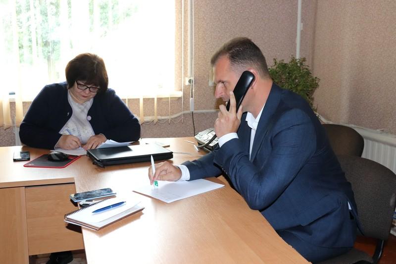 Мер Володимира-Волинського відповідав на питання жителів громади у форматі «прямої лінії»