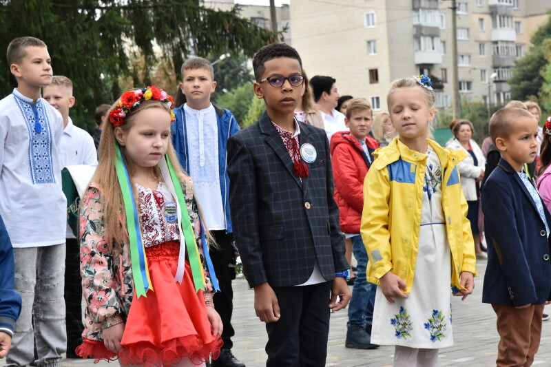 Луцьких школярів вітали із початком навчального року