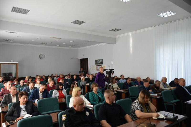 У Луцьку хочуть навести лад із стихійною торгівлею на території автостанції