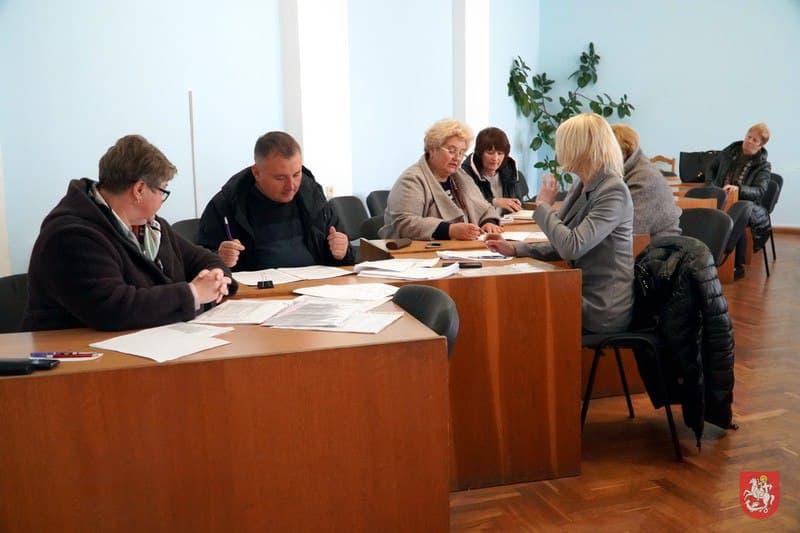 У Володимирі-Волинському провели співбесіди з роботодавцями, які сплачують працівникам зарплату нижче мінімальної
