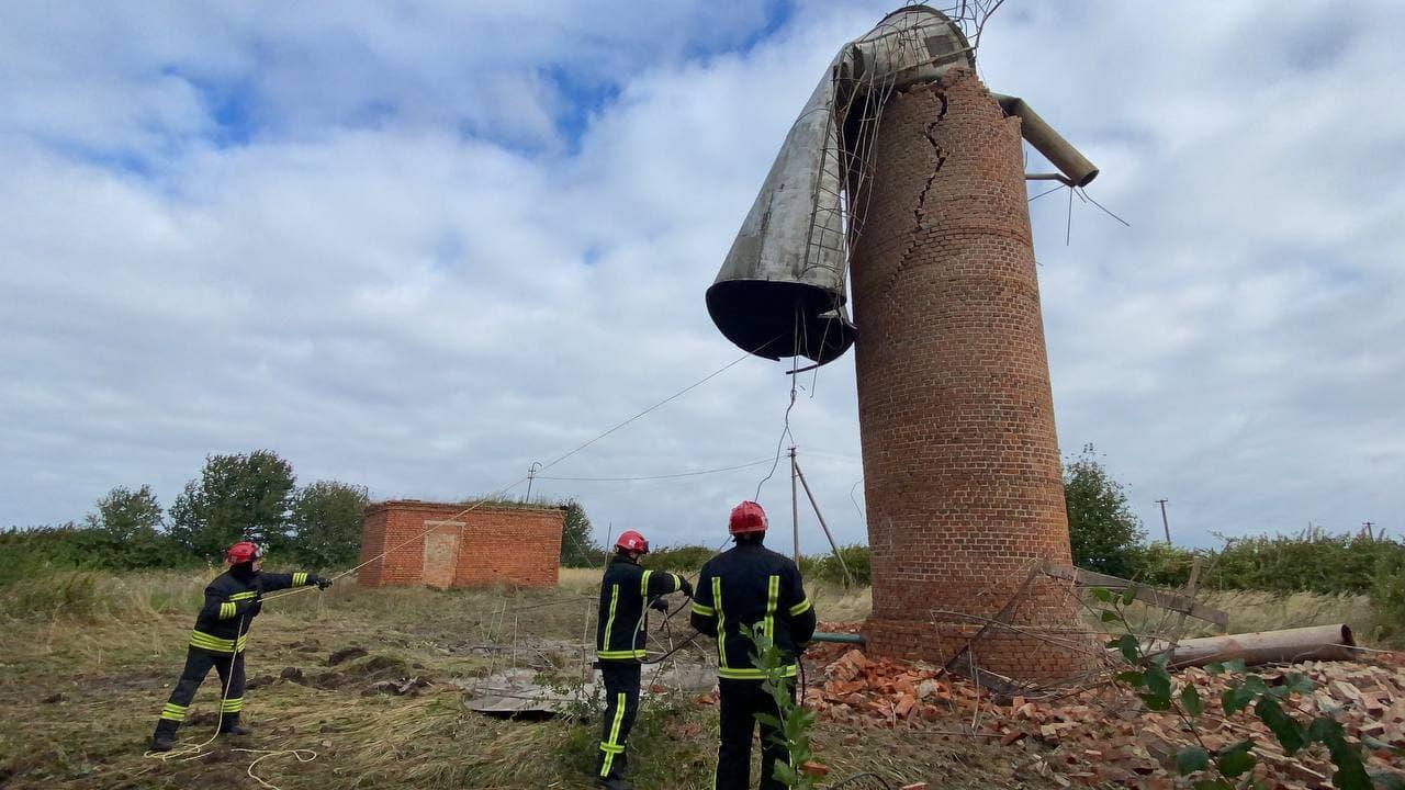 Обвалилася водонапірна вежа: рятувальники провели аварійно-рятувальні роботи у селі поблизу Луцька