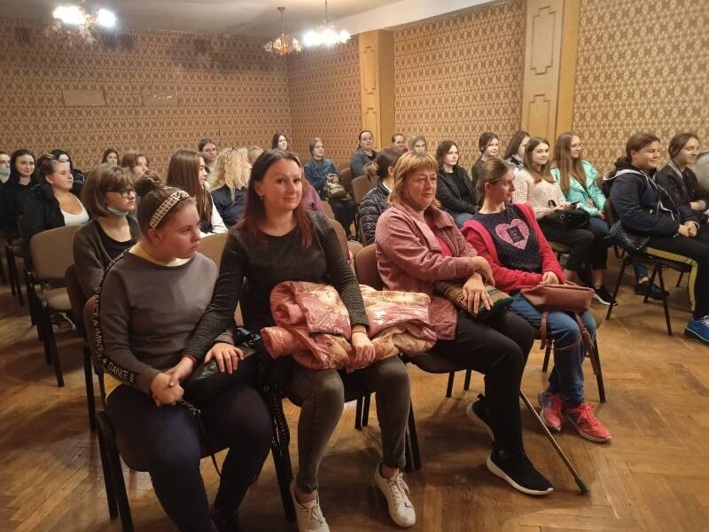 У Луцьку організували благодійну акцію із врученням нового одягу та взуття