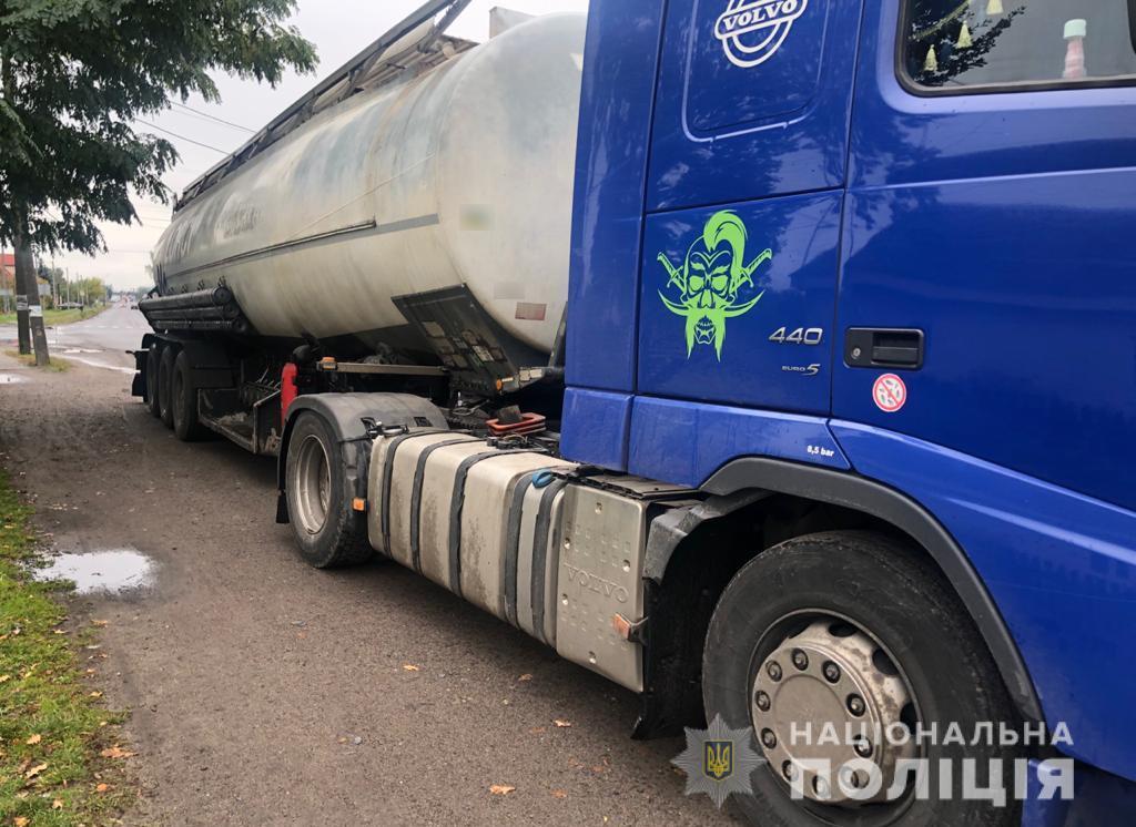 У Любомлі поліцейські затримали вантажівку, яка перевозила 17 тонн сумнівного дизпалива