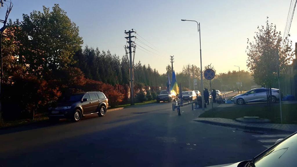 У Козині вночі сталося кілька сутичок, під будинком Порошенка чергує поліція