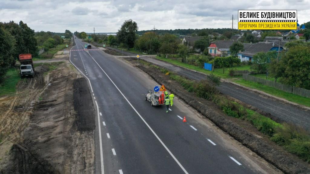На 11-кілометровій ділянці міжнародної автодороги на Волині завершують ремонтні роботи