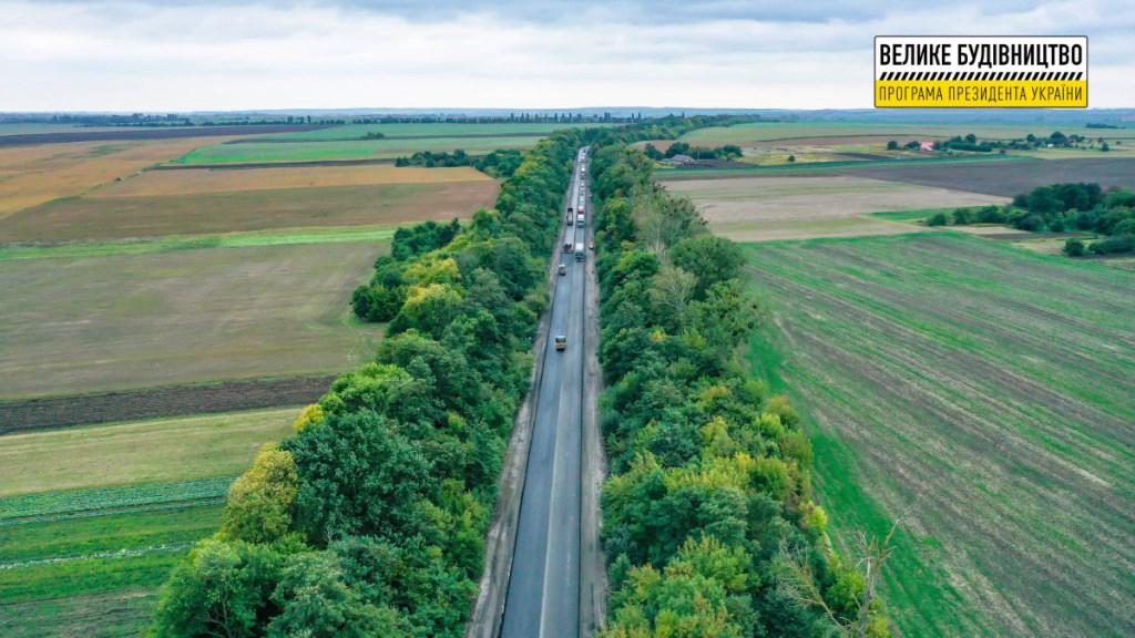 На Волині дорожники відновлюють шлях поблизу села Крупа
