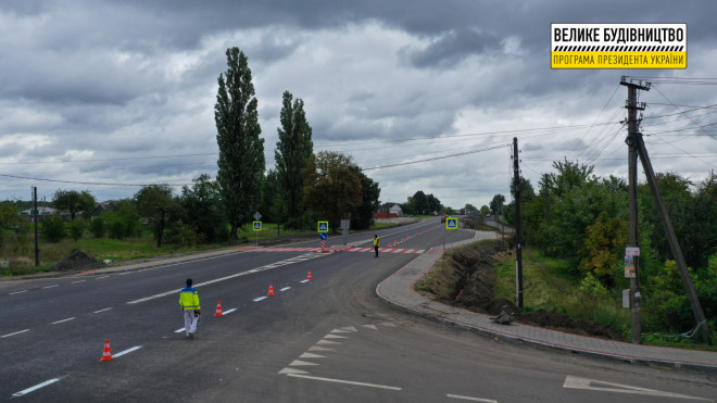 На Волині завершують відновлювати ділянку міжнародного автошляху у селі Голоби
