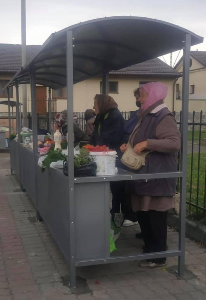 Поряд із вокзалом у Луцьку встановили ятки для торгівлі сільгосппродукцією
