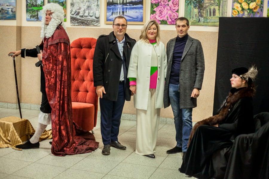 У Володимирі-Волинському відкрили збірну виставку картин з нагоди Дня художника