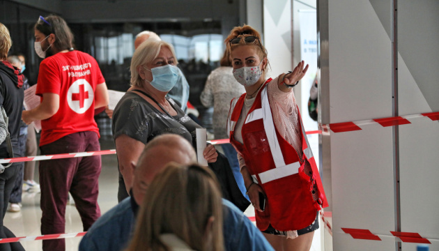Понад 6,1 мільйона українців повністю імунізовані від коронавірусу