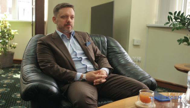 Напад на «Схеми»: Наглядова рада «Укрексімбанку» відсторонила Мецгера