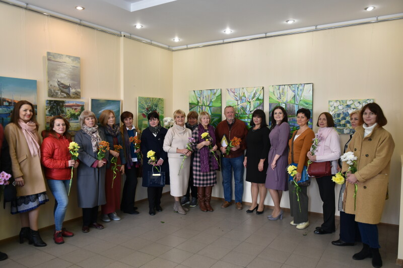 У Луцьку відкрили виставку творчих робіт викладачів художньої школи