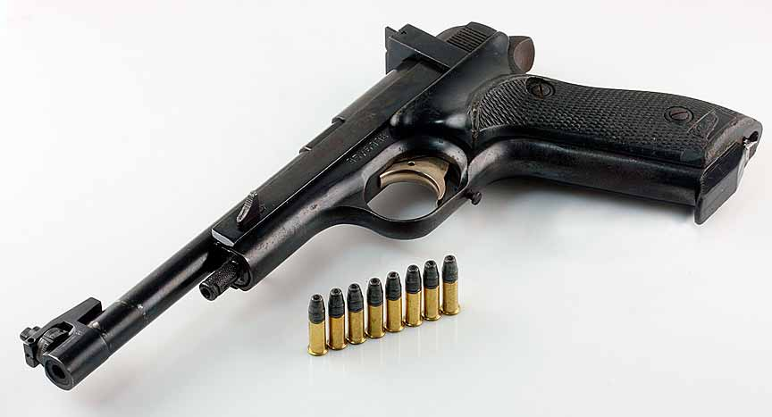 Іноземець погрожував волинянину зброєю: поліцейські затримали чоловіка та вилучили пістолет