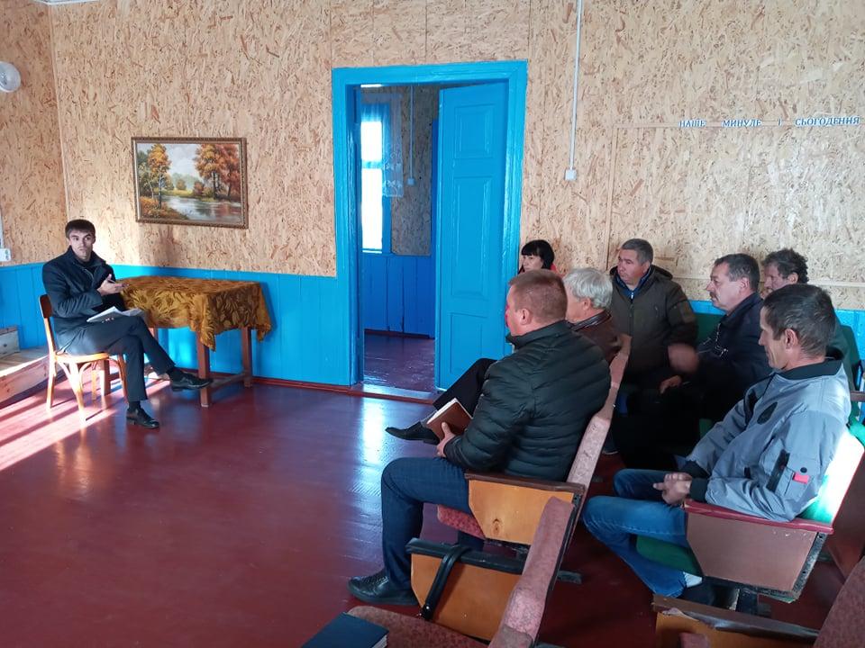 Відсутність інтернету та продаж самогону: на що нарікають жителі сіл Шацької громади