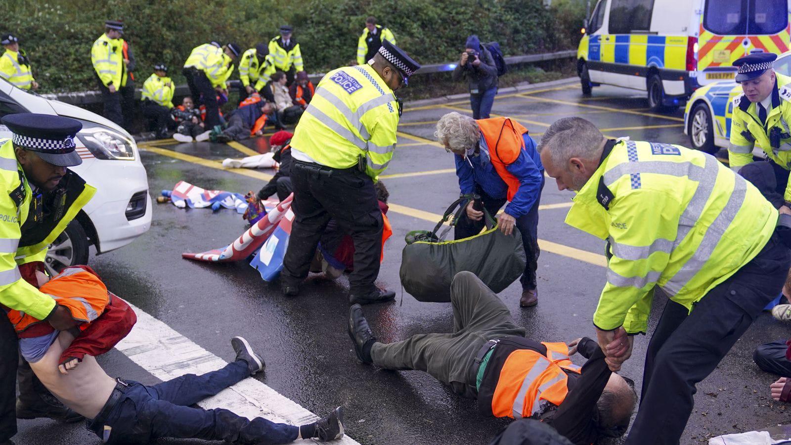 У Британії посилять покарання для кліматичних активістів за блокування доріг