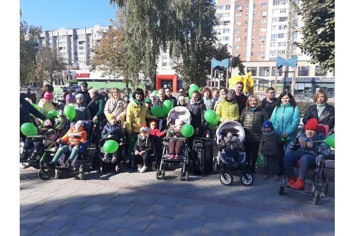 У Луцьку відбулася флешмоб-хода в підтримку хворих на ДЦП