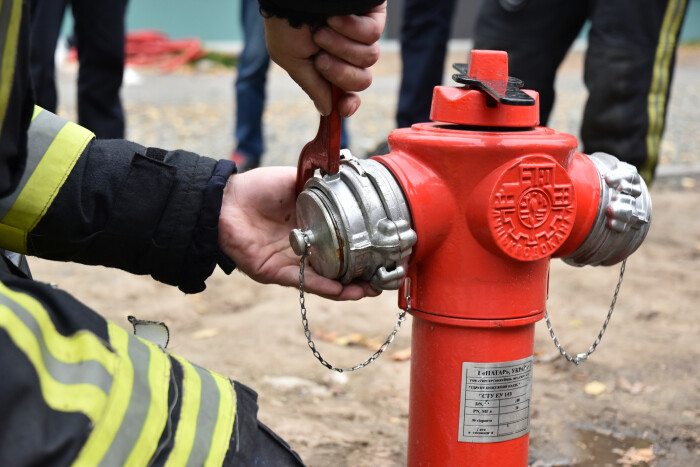 Луцькі пожежники випробували нові гідранти європейського зразка на проспекті Волі