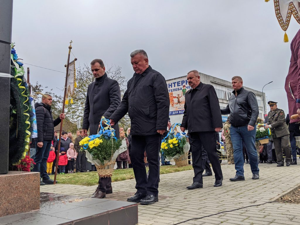 У Володимирі-Волинському відбулись урочиста хода і покладання квітів з нагоди свят